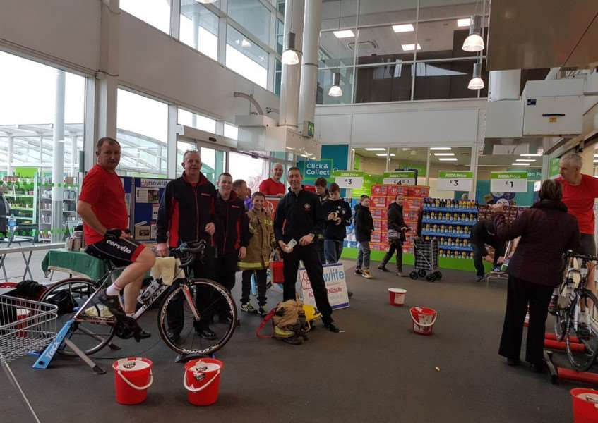 Firefighters fund-raise in Asda. Photo tweeted by @granthamfire