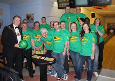 The marathon ten-pin bowlers with Mayor Ian Selby.