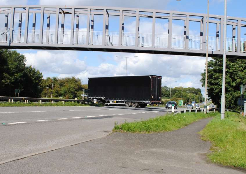 HGV crosses the A1 at the Great Ponton junction, leaving its trailer blocking the entire southbound carriageway for several seconds.