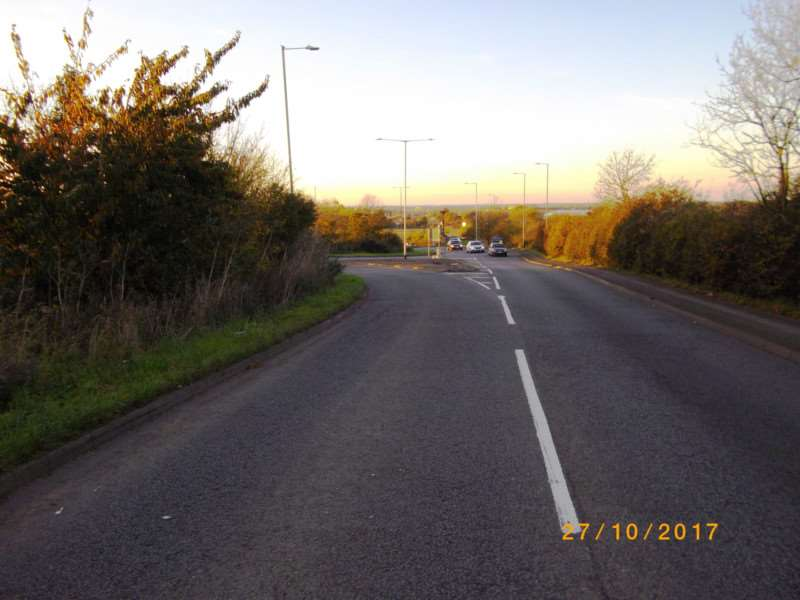 Approaching the roundabout on Newark Hill at Gonerby where the 'keep left' roadsign is missing.