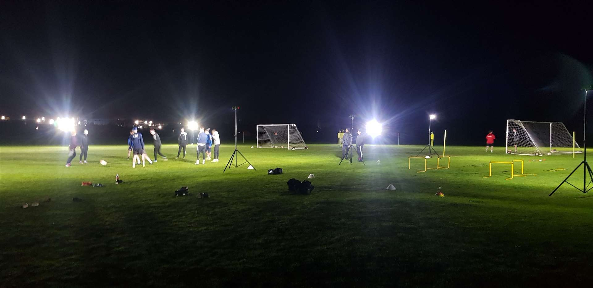 The mobile floodlights in use. (43943350)