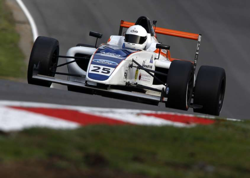 Louise Richardson in action at Brands Hatch. Photo: Jakob Ebrey