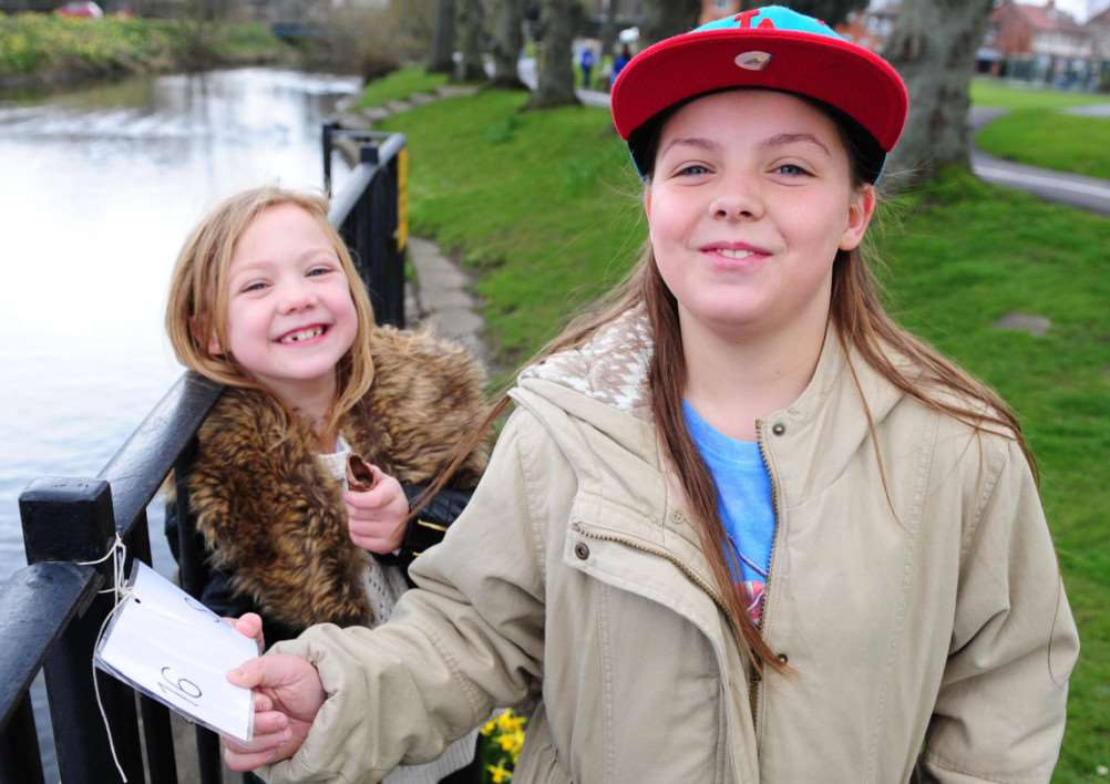 Louise Kemble and Amy Grace Kemble find a clue in the Easter Egg Hunt in Wyndham Park. TRP-4-4-2015-325A (3)