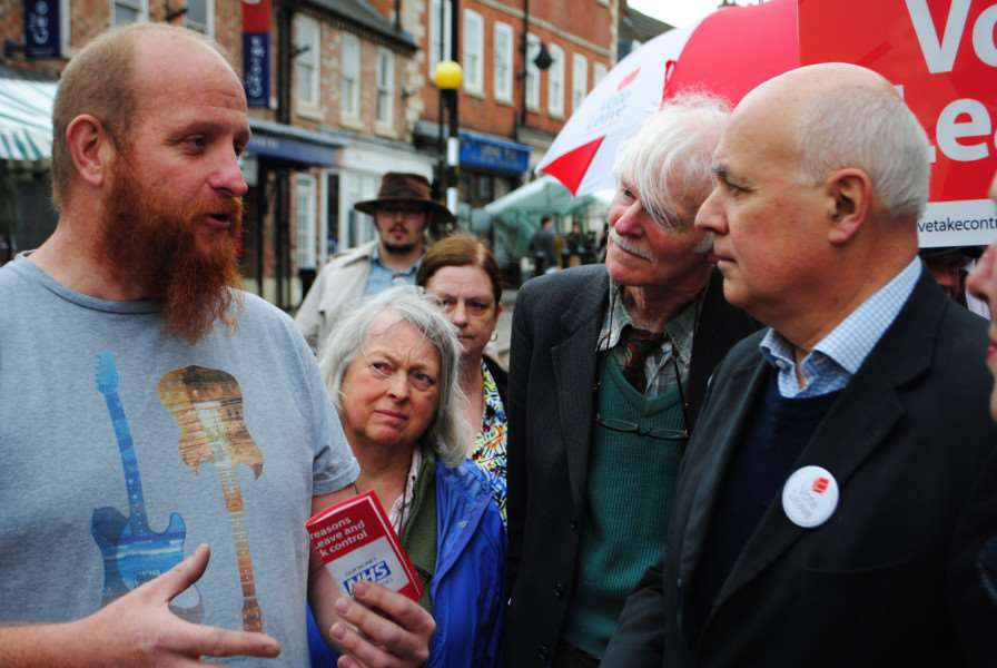 Iain Duncan Smith discusses EU issues with voters in Grantham market.