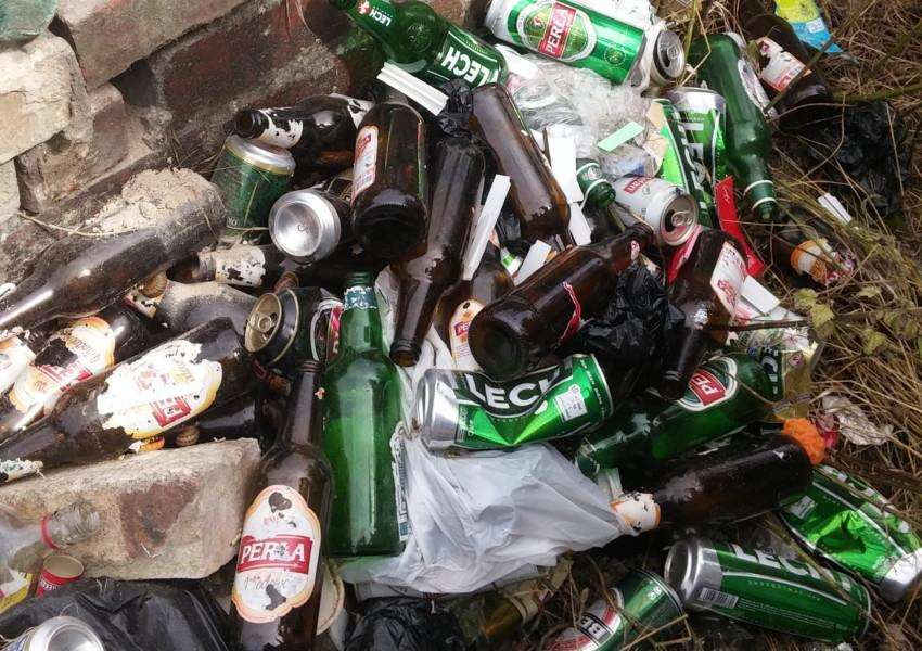 Bottles and cans left by street drinkers are a blight on Brewery Hill in Grantham.