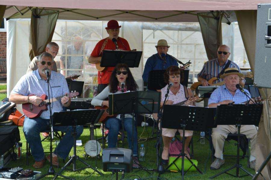 The Sleaford Ukelele Orchestra entertains at Caythorpe Gala and Arnhem Commemoration.