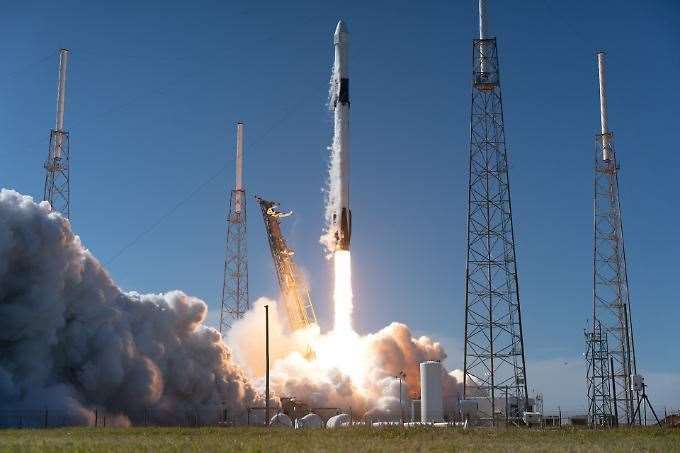 SpaceX Falcon 9 is scheduled to launch from the Kennedy Space Centre in Florida (35368115)