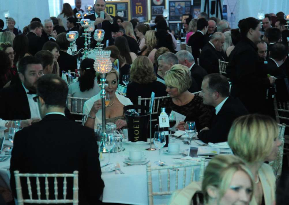 Grantham Journal Business Awards 2014: sitting down to dinner EMN-140304-123855001
