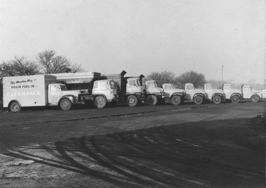 Padgett and Halls coal delivery fleet at the Old Wharf.